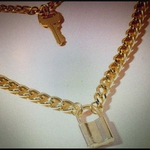 Jewelry - NEW IN!! Gold Double Lock & Key Necklace